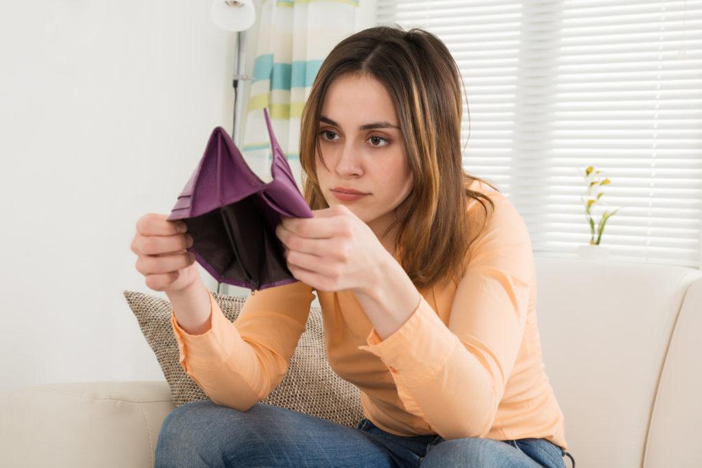 Obecnie młodzi kredytobiorcy mają nieco inne wzorce zachowań kredytowych niż ich rówieśnicy dekadę temu- mają wyższe kwoty kredytów i gorzej je spłacają.