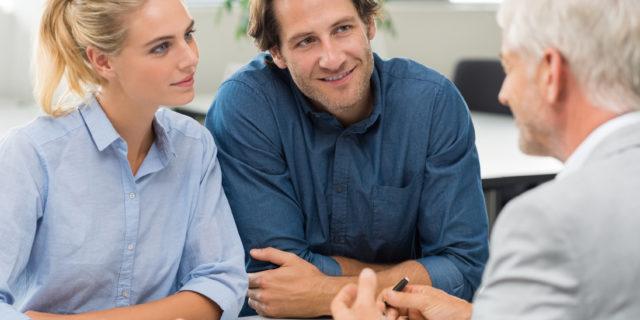Jeśli chcemy porównać warunki kredytu mieszkaniowego jakie mogą nam zaoferować różne banki i odwiedzimy kilka w tym celu, to możemy spowodować pojawienie się w naszej historii kredytowej nowych zapytań kredytowych. A te nie zawsze są obojętne dla oceny naszej wiarygodności kredytowej.